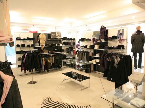 Arredi negozi abbigliamento calzature mobili negozi for Montaggio arredamenti negozi